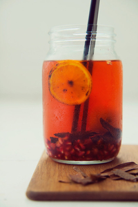 Rooibos, pomegranate and cinnamon iced tea